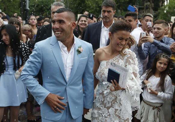 Soccer star Carlos Tevez and his wife Vanesa Mansilla exit the church after getting married in in Buenos Aires, Argentina, Thursday, Dec. 22, 2016. (AP Photo/Luciano Matteazzi)