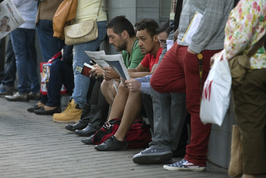 People wait outside an unemployment registry office in Madrid, Spain, Wednesday, Oct. 2, 2013. The number of people registered as unemployed in Spain has risen by 22,572 in September, bringing an end to a six-month streak of gradual declines. Labor Ministry figures released Wednesday showed the total number of people registered as out of work remained at around 4.7 million. (AP Photo/Paul White)
