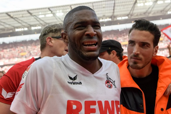 epa05976992 Cologne's Anthony Modeste crying during the German Bundesliga soccer match between 1.FC Koeln (Cologne) and FSV Mainz 05 in Cologne, Germany, 20 May 2017.  EPA/JOERG SCHUELER EMBARGO CONDITIONS - ATTENTION: Due to the accreditation guidelines, the DFL only permits the publication and utilisation of up to 15 pictures per match on the internet and in online media during the match.