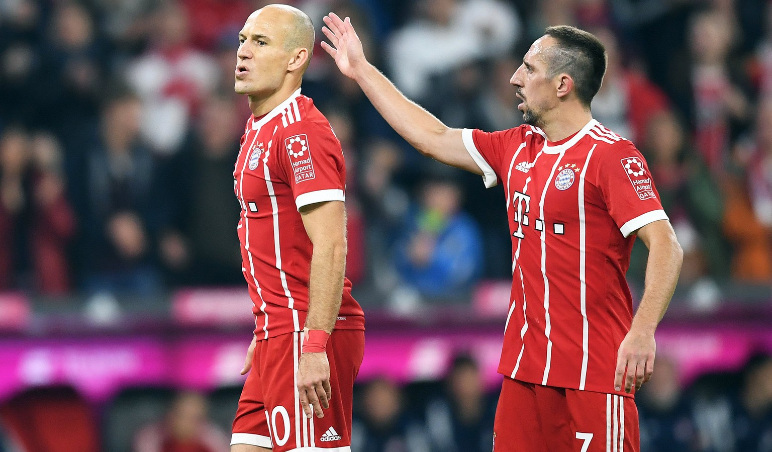 epa06220753 Bayern Munich's Arjen Robben (L) and Franck Ribery (R) react during the German Bundesliga soccer match between FC Bayern Munich and VfL Wolfsburg, in Munich, Germany, 22 September 2017.  EPA/ANDREAS SCHAAD (EMBARGO CONDITIONS - ATTENTION: Due to the accreditation guidelines, the DFL only permits the publication and utilisation of up to 15 pictures per match on the internet and in online media during the match.)