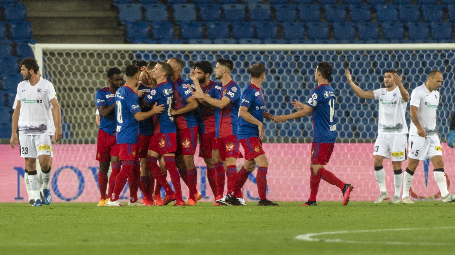 epa08694498 FC Basel's players celebrate during the UEFA Europa League third qualifying round soccer match between FC Basel 1893 and Anorthosis Famagusta FC at the St. Jakob-Park stadium in Basel, Switzerland, 24 September 2020.  EPA/GEORGIOS KEFALAS