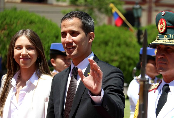 epa07406721 The leader of the Venezuelan Parliament, Juan Guaido (C), and his wife Fabiana Rosales (L) arrive at the Government Palace, in Asuncion, Paraguay, 01 March 2019. Guaido, recognized by Paraguay as interim president of Venezuela, was received with honors of Head of State by the Paraguayan President Mario Abdo Benitez before the meeting that will be held in the Government Palace, which will be followed by a joint statement.  EPA/ANDRES CRISTALDO