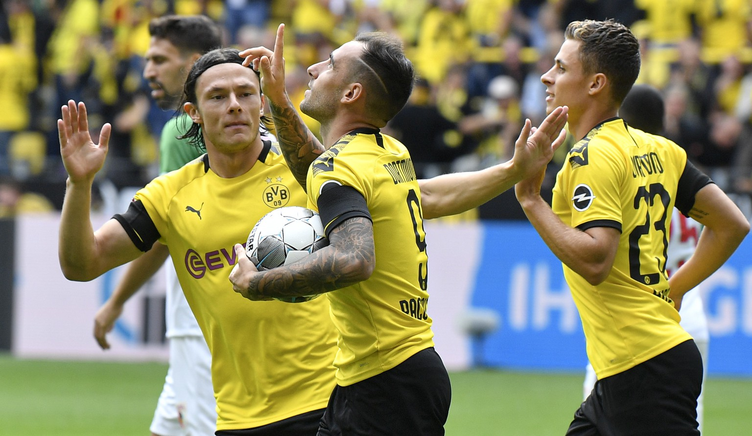 Dortmund's Paco Alcacer, center, celebrates after scoring his side's first goal during the German Bundesliga soccer match between Borussia Dortmund and FC Augsburg at the Signal Iduna Park stadium in Dortmund, Germany, Saturday, Aug. 17, 2019. (AP Photo/Martin Meissner)