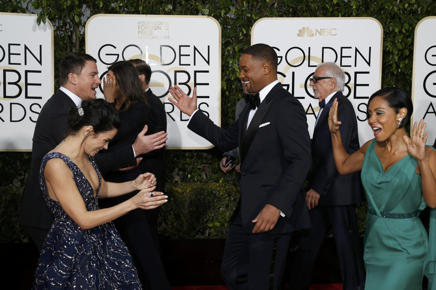 Actors Channing Tatum and Jenna Dewan-Tatum (L) greet Will Smith and Jada Pinkett Smith on the red carpet as they arrive at the 73rd Golden Globe Awards in Beverly Hills, California January 10, 2016.  REUTERS/Mario Anzuoni