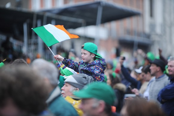 epa08281214 (FILE) -  A young boy pictured during the Saint Patrick's Day Parade in Dublin, Ireland, 17 March 2017. Dublin has cancelled its annual St Patrick's Day parade amid fears about the spread of coronavirus.  EPA/AIDAN CRAWLEY *** Local Caption *** 53393997