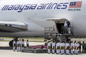 epa04363257 Royal Malay Regiment army personnel wait during the arrival ceremony of Malaysia Airlines MH17 victims, at the Kuala Lumpur International airport in Sepang, Malaysia, 22 August 2014. A special Malaysia Airlines flight from Amsterdam carrying the remains of 20 Malaysians aboard downed flight MH17 arrived in Kuala Lumpur as the country observed a day of mourning. The plane was met by relatives and senior officials at Kuala Lumpur International Airport where a ceremony was held to honor the victims.  EPA/AZHAR RAHIM