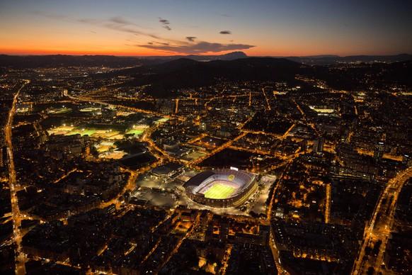 Camp Nou, Barcelona Kapazität: 99'354