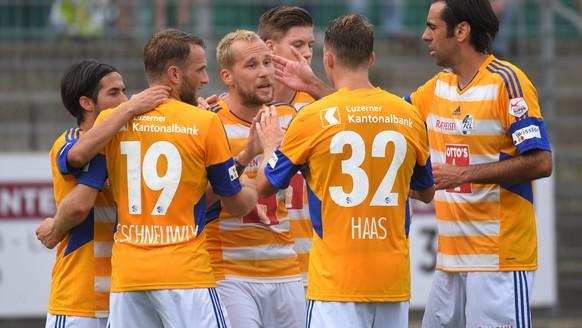 Lugano's player celebrate the 1-0 goal, during the Super League soccer match FC Lugano against FC Lucerne, at the Cornaredo stadium in Lugano, Saturday, July 23, 2016. (KEYSTONE/Ti-Press/Gabriele Putzu)