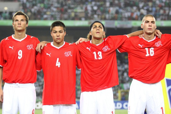 Switzerland's under 17 soccer players with Haris Seferovic, Charyl Chappuis, Ricardo Rodriguez, and Pajtim Kasami, from left to right, sing the national anthem before the U-17 World Cup Final soccer match between Switzerland and Nigeria, in Abuja, Nigeria, Sunday, November 15, 2009. (KEYSTONE/AP Photo/Sunday Alamba)