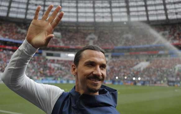 epa06815722 Swedish soccer player Zlatan Ibrahimovic greets fans before the FIFA World Cup 2018 group F preliminary round soccer match between Germany and Mexico in Moscow, Russia, 17 June 2018.(RESTRICTIONS APPLY: Editorial Use Only, not used in association with any commercial entity - Images must not be used in any form of alert service or push service of any kind including via mobile alert services, downloads to mobile devices or MMS messaging - Images must appear as still images and must not emulate match action video footage - No alteration is made to, and no text or image is superimposed over, any published image which: (a) intentionally obscures or removes a sponsor identification image; or (b) adds or overlays the commercial identification of any third party which is not officially associated with the FIFA World Cup)  EPA/SERGEI ILNITSKY   EDITORIAL USE ONLY