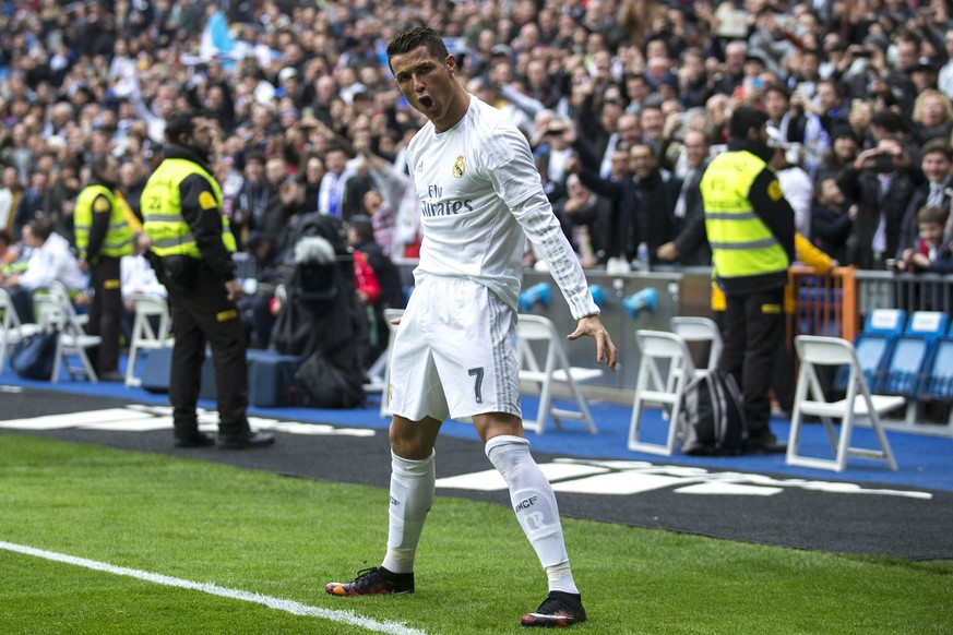 MADRID, SPAIN - FEBRUARY 13: Cristiano Ronaldo of Real Madrid CF celebrates scoring their opening goal  during the La Liga match between Real Madrid CF and Athletic Club at Estadio Santiago Bernabeu on February 13, 2016 in Madrid, Spain.  (Photo by Gonzalo Arroyo Moreno/Getty Images)