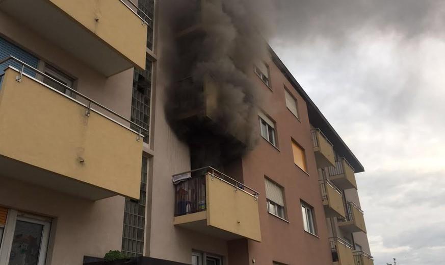 dunkler rauch steigt aus wohnung ber 20 personen evakuiert nach brand in domdidier fr watson. Black Bedroom Furniture Sets. Home Design Ideas