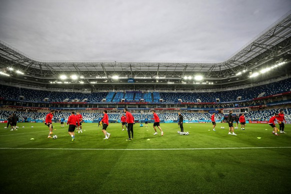 epa06828708 Players of Serbia attend their team's training session at the Kaliningrad Stadium in Kaliningrad, Russia, 21 June 2018. Serbia will face Switzerland in their FIFA World Cup 2018 Group E preliminary round soccer match on 22 June 2018.  EPA/MARTIN DIVISEK   EDITORIAL USE ONLY