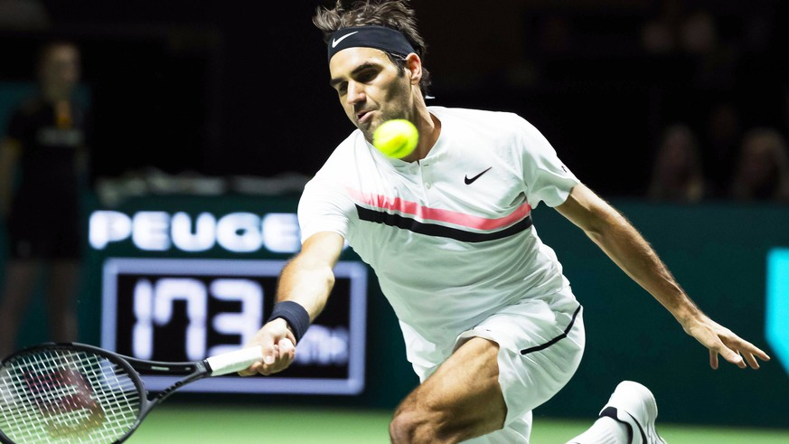 epa06525500 Roger Federer of Switzerland in action against Ruben Bemelmans of Belgium during their first round match of the ABN AMRO World Tennis Tournament in Rotterdam, Netherlands, 14 February 2018.  EPA/KOEN SUYK
