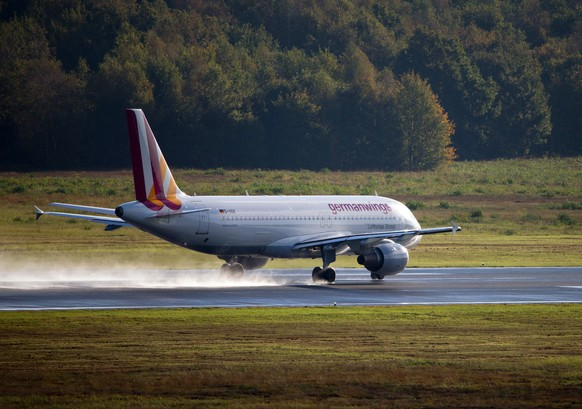 epa04676843 (FILE) A file photo dated 16 October 2014 of a 'Germanwings' Airbus A320  plane taking off from the Cologne/Bonn Airport in Cologne, Germany. A Germanwings Airbus A320 plane crashed over Southern Alps in France with 142 passengers and six crew on board, German air traffic control said 24 March 2015. The plane according to flight data websites was on its way from Barcelona, Spain, to Duesseldorf in Germany.  EPA/ROLF VENNENBERND *** Local Caption *** 51620135