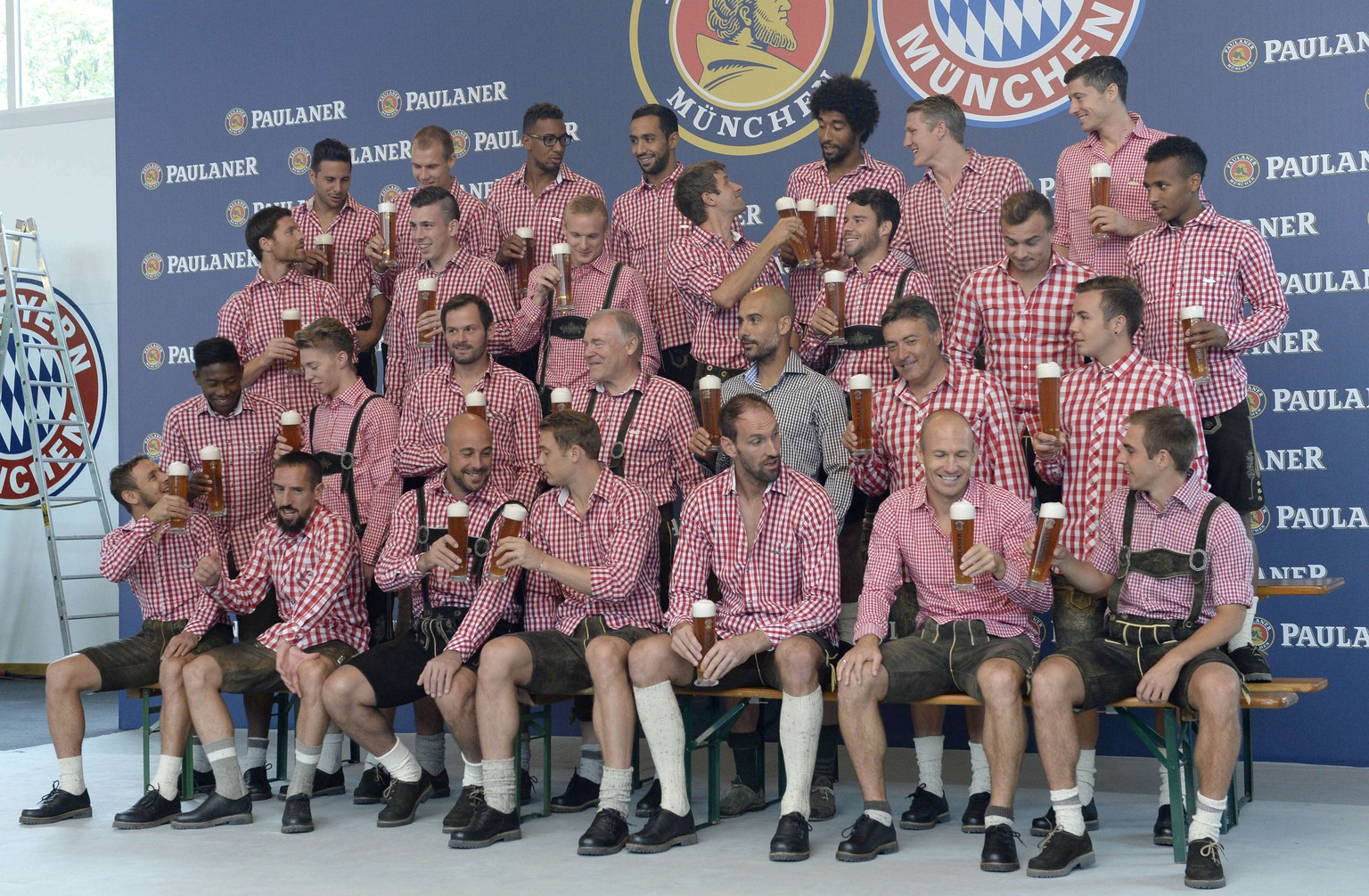 German first division Bundesliga football club FC Bayern Munich poses for a group photo at the set of a beer advertising photo shoot of  in Munich, southern Germany, on August 31, 2014. AFP PHOTO/CHRISTOF STACHE