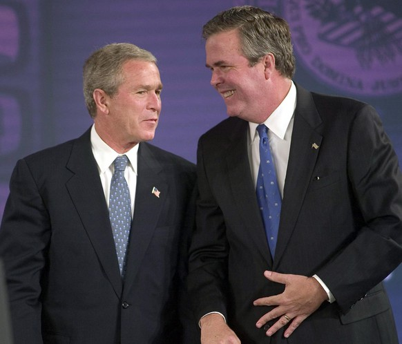 epa04531304 (FILE) A file picture dated 16 July 2004 shows then US President George W. Bush, (L) talking with his brother then Florida Governor Jeb Bush at the National Training Conference on Human Trafficking, at the Marriott Waterside in Tampa, Florida, USA. According to news reports on 16 December 2014, Jeb Bush has announced that he was exploring possibilities to run for the White House in 2016.  EPA/CHRIS LIVINGSTON *** Local Caption *** 00234104