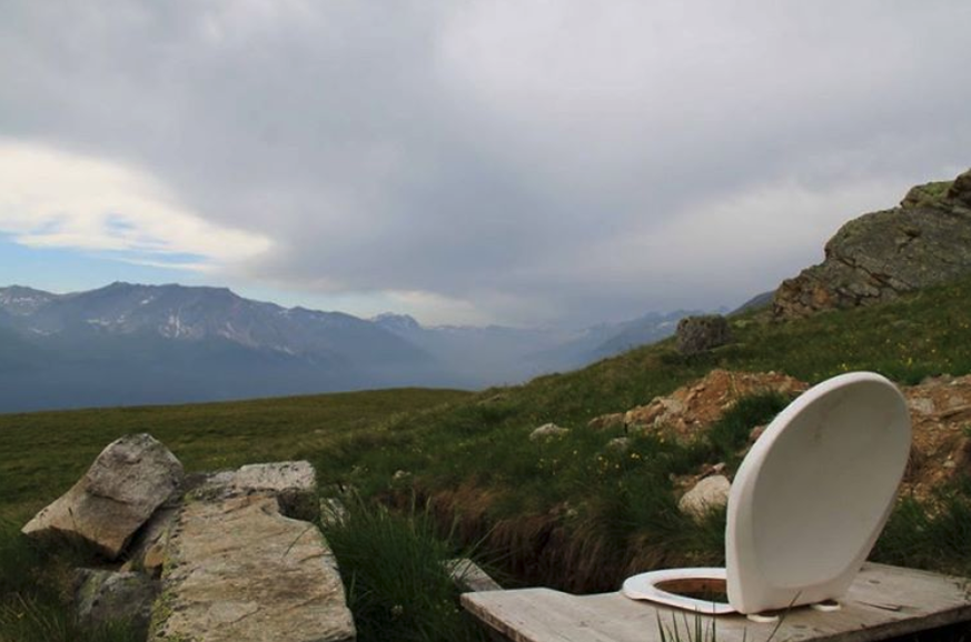 poos with views wc mit aussicht schweiz https://www.instagram.com/p/BZCJYdtlDT_/?taken-by=poos_with_views