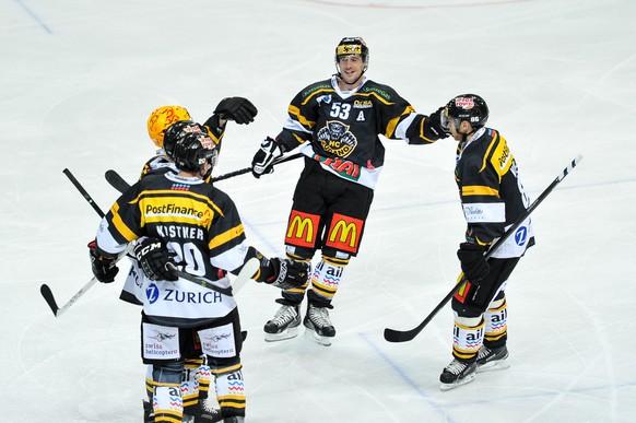 11.10.2014; Lugano; Eishockey NLA - HC Lugano - ZSC Lions; Brett McLean (M, Lugano) jubelt nach dem Tor zum 1:0 (Michela Locatelli/freshfocus)