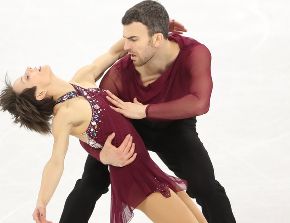 epa06527856 Bronze medallists Meagan Duhamel and Eric Radford of Canada compete in the Pair Free Skating in the Figure Skating competition at the Gangneung Ice Arena during the PyeongChang 2018 Olympic Games, South Korea, 15 February 2018.  EPA/TATYANA ZENKOVICH