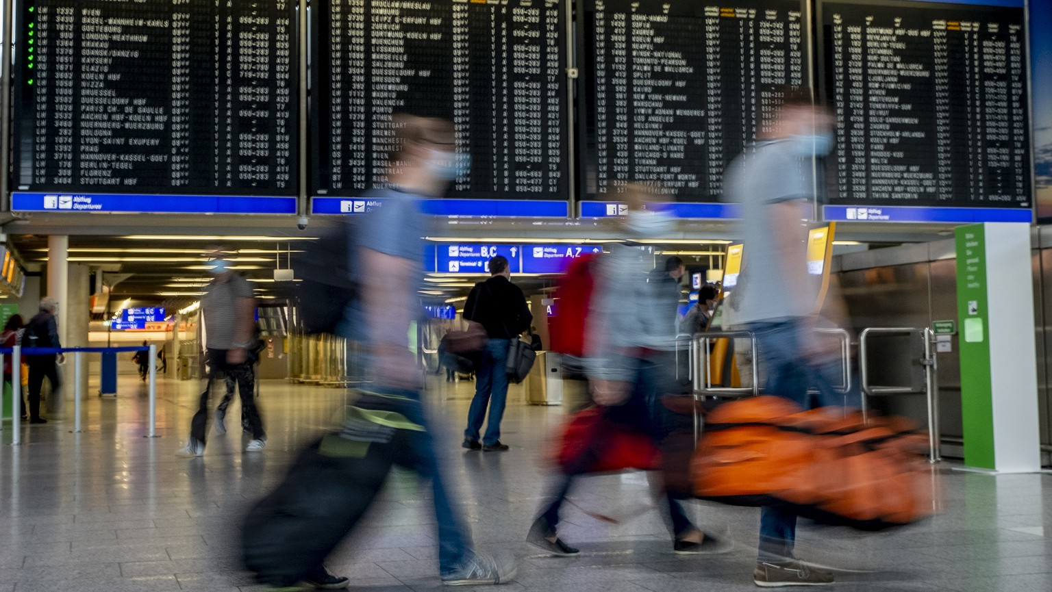 Passenger walk in a terminal at the airport in Frankfurt, Germany, Thursday, Aug. 27, 2020. With more and more tourists coming back from vacation rising numbers over Covid-19 infections are expected all over Germany. (AP Photo/Michael Probst)
