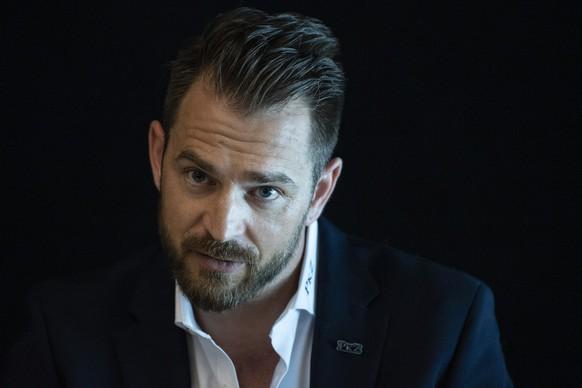 Raeto Raffainer, Chief Sport Officer spricht an der Vorsaison Medienkonferenz des SC Bern, am Montag, 30. August 2021, in Bern. (KEYSTONE/Peter Schneider)
