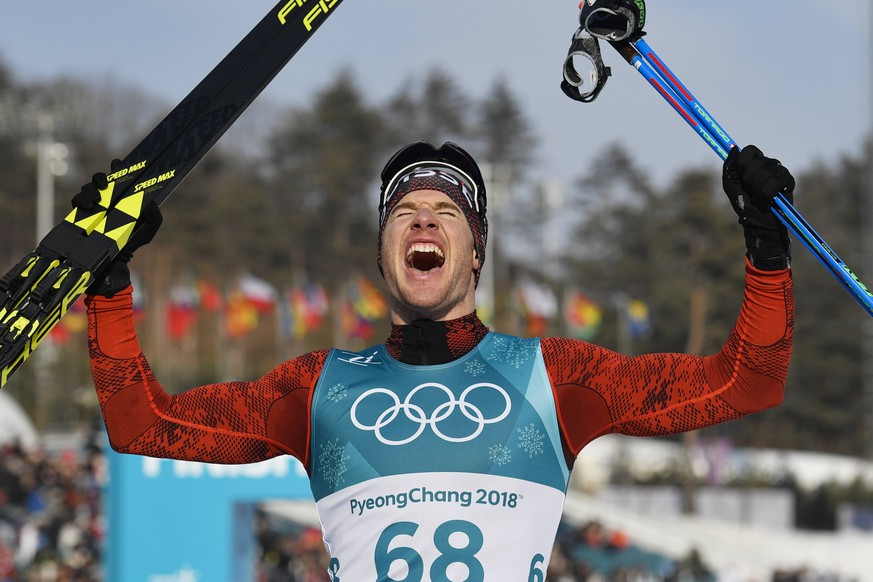 epa06531478 Dario Cologna of Switzerland celebrates after winning the Men's Cross Country 15 km Free race at the Alpensia Cross Country Centre during the PyeongChang 2018 Olympic Games, South Korea, 16 February 2018.  EPA/GIAN EHRENZELLER