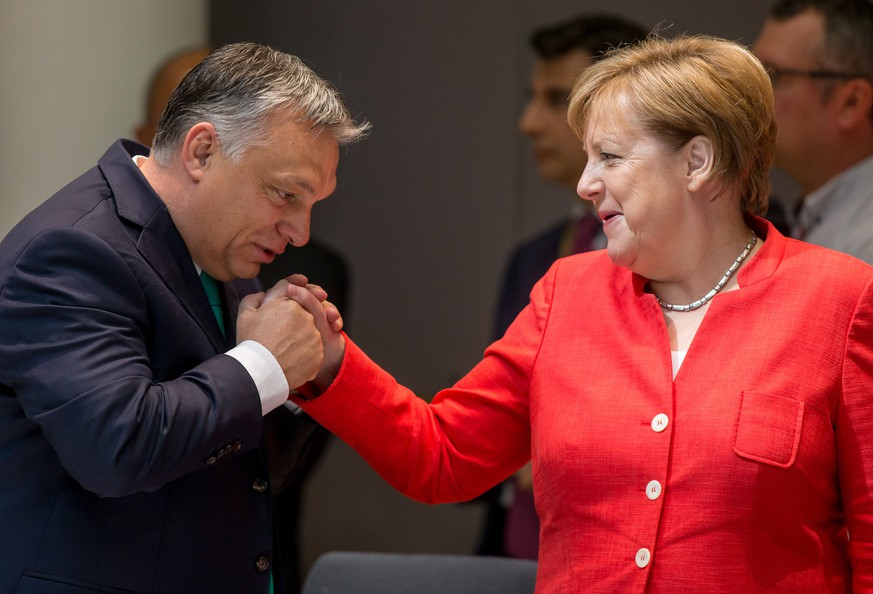 epa06849405 German Chancellor Angela Merkel (R) and Hungarian Prime Minister Viktor Orban (L) at the start of the second day of an European Council summit in Brussels, Belgium, 29 June 2018. EU countries' leaders meet on 28 and 29 June for a summit to discuss migration in general, the installation of asylum-seeker processing centers in northern Africa, and other security- and economy-related topics including Brexit.  EPA/STEPHANIE LECOCQ