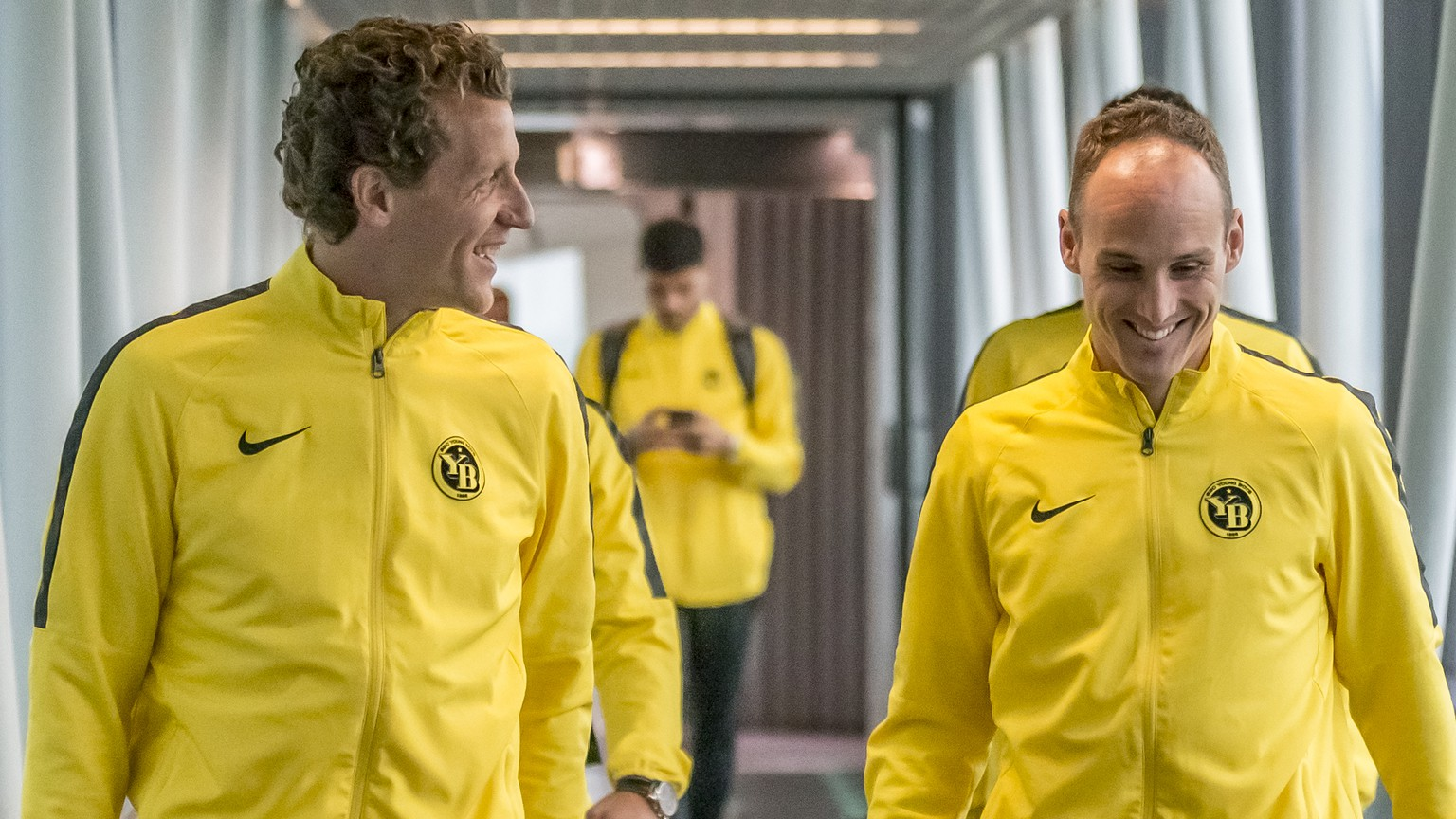Young Boys players Marco Woelfli and Steve von Bergen, L-R, at the airport after the arrival in Turin for the UEFA Champions League group H matchday 2 soccer match between Juventus Turin and BSC Young Boys on Monday, October 1st 2018, in Turin. (KEYSTONE/Thomas Hodel)