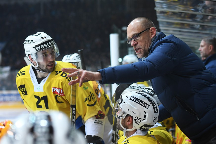 Bern's Head Coach Hans Kossmann, during the preliminary round game of National League A (NLA) Swiss Championship 2019/20 between HC Ambri Piotta and HC Bern at the ice stadium Valascia in Ambri, Switzerland, Friday, January 31, 2020. (KEYSTONE /Ti-Press/Alessandro Crinari)