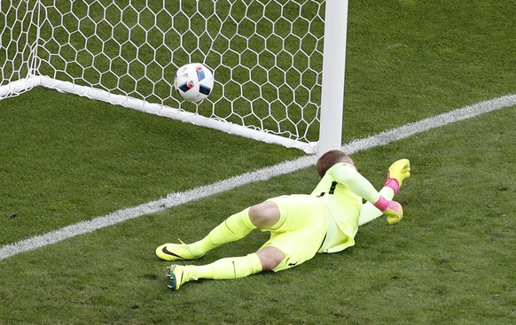 England goalkeeper Joe Hart fails to make a save as Wales' Gareth Bale scores the opening goal during the Euro 2016 Group B soccer match between England and Wales at the Bollaert stadium in Lens, France, Thursday, June 16, 2016. (AP Photo/Michel Spingler)