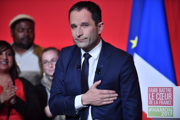 epa05924295 French presidential election candidate for the left-wing French Socialist (PS) party, Benoit Hamon delivers a speech after being defeated in the first round of the French presidential elections in Paris, France, 23 April 2017. France will hold the second round of the presidential elections on 07 May 2017.  EPA/JULIEN DE ROSA