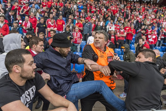 Groups of fans from Liverpool, right, and Sevilla, start fighting ahead of the UEFA Europa League final between England's Liverpool FC and Spain's Sevilla Futbol Club at the St. Jakob-Park stadium in Basel, Switzerland, on Wednesday, May 18, 2016. (KEYSTONE/Laurent Gillieron)