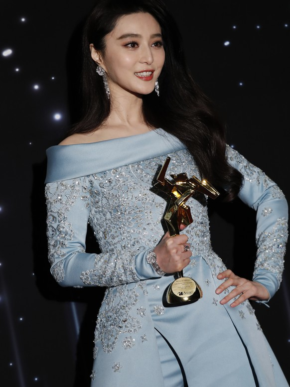 Chinese actress Fan Bingbing poses after winning the Best Actress Award of the Asian Film Awards in Hong Kong, Tuesday, March 21, 2017. (AP Photo/Kin Cheung)