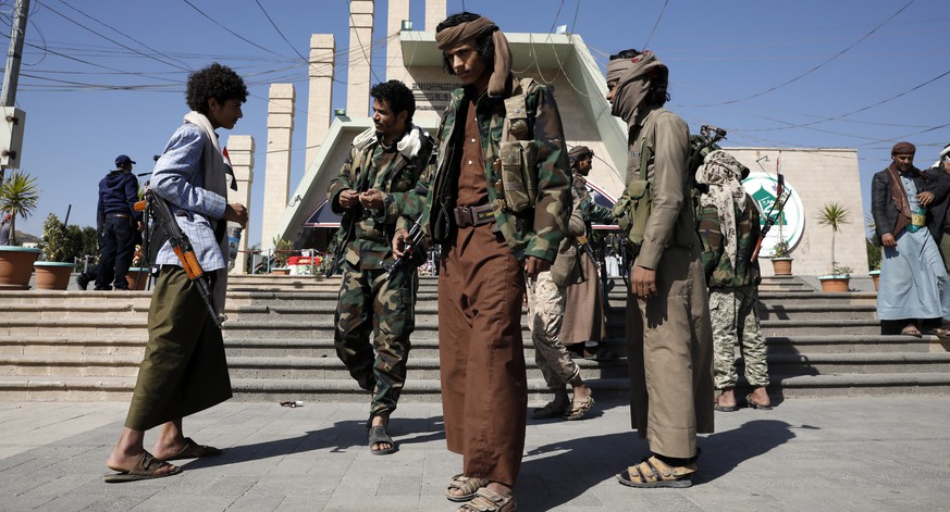epa08931245 Armed militiamen of the Houthi movement visit the graves of late Houthis in Sana