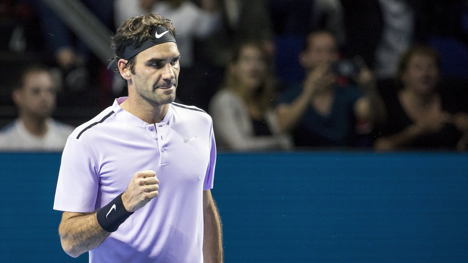 epa06293674 Switzerland's Roger Federer reacts after winning his quarter final match against France's Adrian Mannarino at the Swiss Indoors tennis tournament at the St. Jakobshalle in Basel, Switzerland, 27 October 2017.  EPA/ALEXANDRA WEY