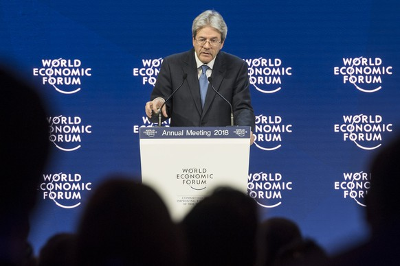 Paolo Gentiloni, Prime Minister of Italy, adresses a plenary session during the 48th Annual Meeting of the World Economic Forum, WEF, in Davos, Switzerland, Wednesday, January 24, 2018. The meeting brings together entrepreneurs, scientists, corporate and political leaders in Davos, January 23 to 26. (KEYSTONE/Laurent Gillieron)