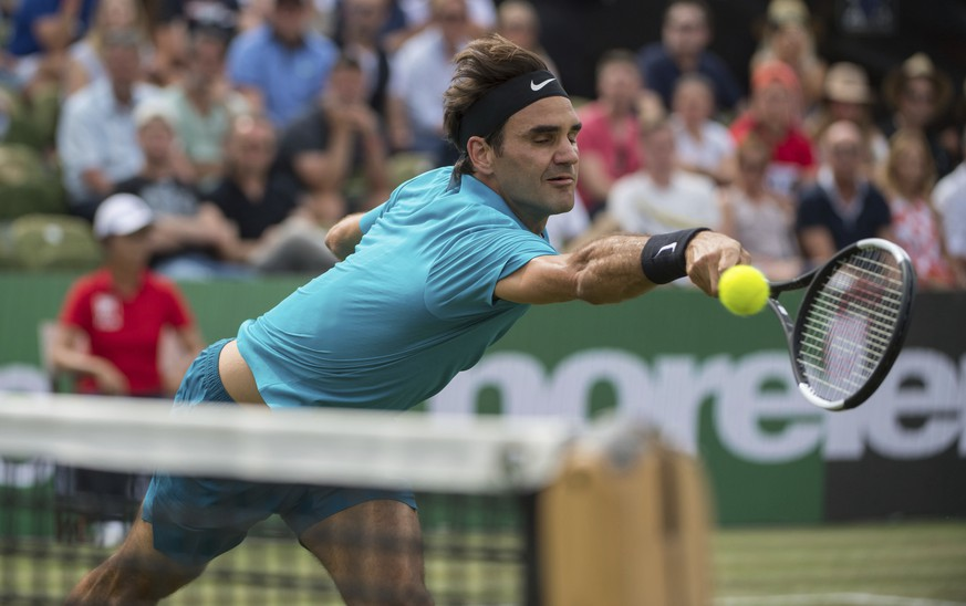 Roger Federer returns the ball to Nick Kyrgios in their semifinal tennis match during the ATP Mercedes Cup in Stuttgart, Saturday June 16, 2018.(Marijan Murat/dpa via AP)