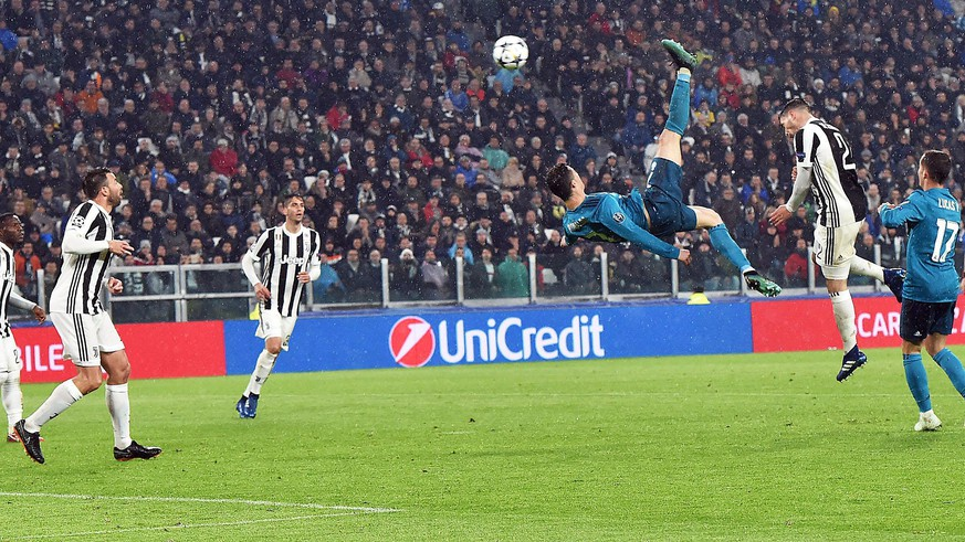 epa06644070 Real Madrid's Cristiano Ronaldo (C) scores the 2-0 goal during the UEFA Champions League quarter final first leg soccer match between Juventus FC vs Real Madrid CF at Allianz stadium in Turin, Italy, 03 April 2018.  EPA/ANDREA DI MARCO