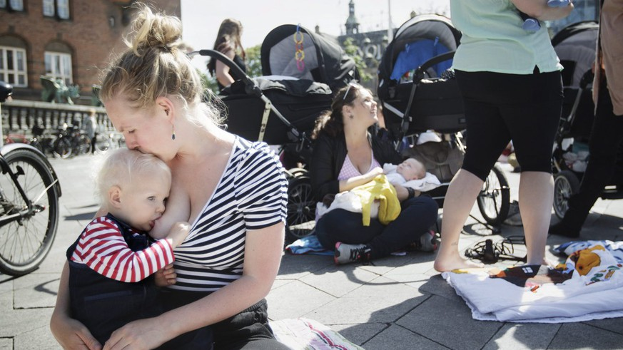epa03749045 Women breastfeed their children at City Hall Square in Copenhagen, Denmark, 17 June 2013, in protest against the ban on breastfeeding in some cafe's and places in Denmark.  EPA/MADS NISSEN DENMARK OUT