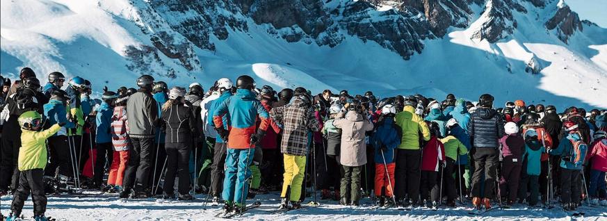 Ansturm in den Bergen sorgt für Ärger bei Skifahrern