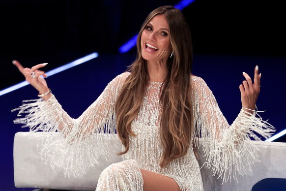 epa06761291 German supermodel and presenter Heidi Klum hosts the final of TV program 'Germany's Next Topmodel' by Heidi Klum in Duesseldorf, Germany, 24 May 2018. It is the 13th edition of the annual model casting reality television series hosted by German model Heidi Klum.  EPA/FRIEDEMANN VOGEL