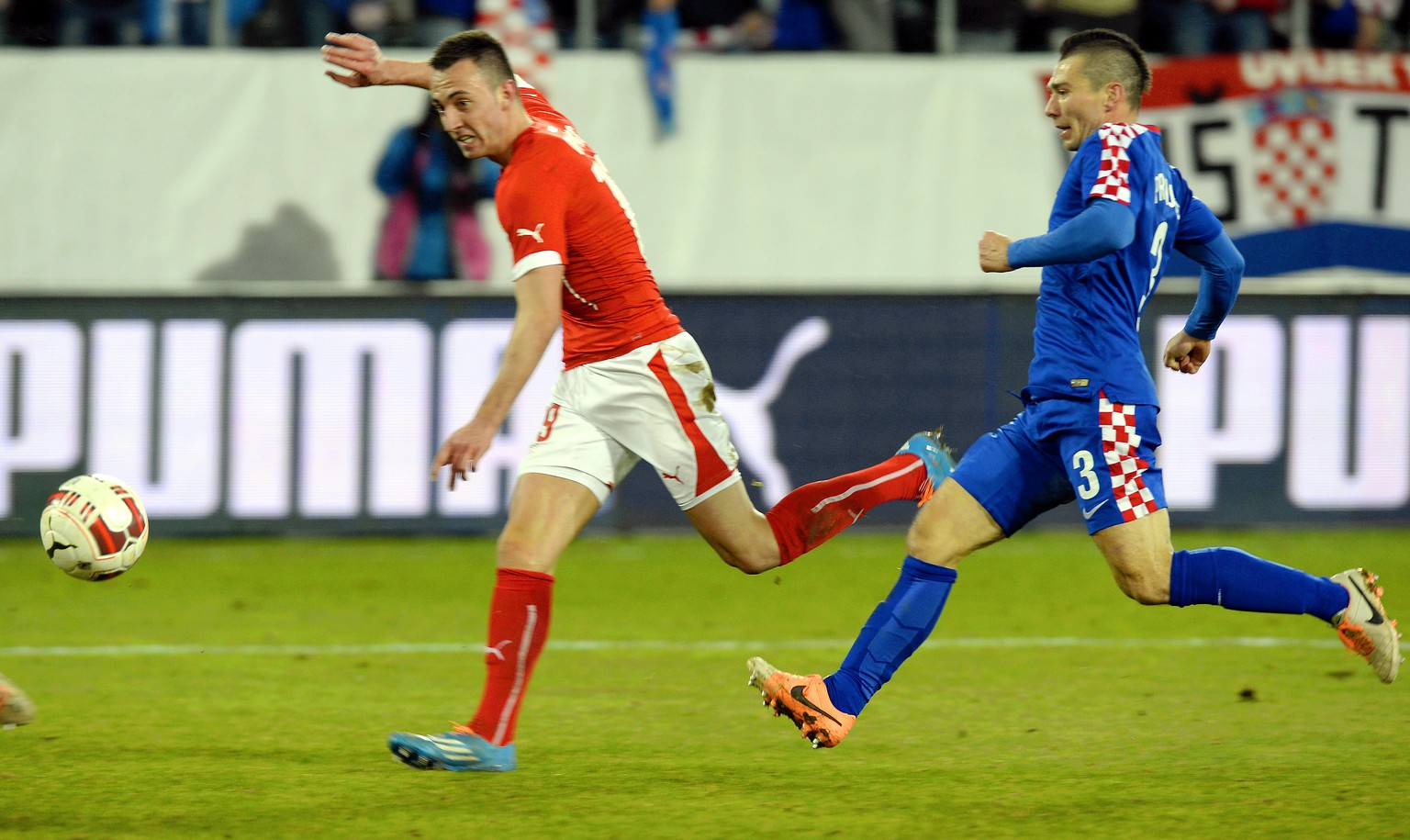 Swiss Josip Drmic, left, scores the second goal for switzeralnd during a test soccer match between Switzerland and Croatia at the AFG Arena in St. Gallen, Switzerland, Wednesday, March 5, 2014. (KEYSTONE/Walter Bieri)