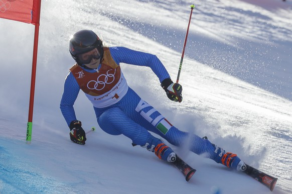 Manuela Moelgg, of Italy, attacks the gate during the first run of the Women's Giant Slalom at the 2018 Winter Olympics in Pyeongchang, South Korea, Thursday, Feb. 15, 2018., Thursday, Feb. 15, 2018. (AP Photo/Michael Probst)
