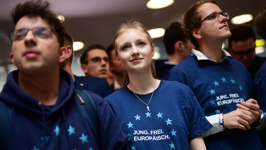 epa07603159 Members of the Christian Democrats (CDU) youth organisation Young Union (Junge Union, JU) react to first exit polls at the CDU election party during the European elections in Berlin, Germany, 26 May 2019. The European Parliament election is held by member countries of the European Union (EU) from 23 to 26 May 2019.  EPA/CLEMENS BILAN