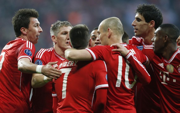 Bayern's Bastian Schweinsteiger, second left, celebrates with his teammates after scoring the opening goal during the Champions League round of 16 second leg soccer match between FC Bayern Munich and FC Arsenal in Munich, Germany, Wednesday, March 12, 2014. (AP Photo/Matthias Schrader)