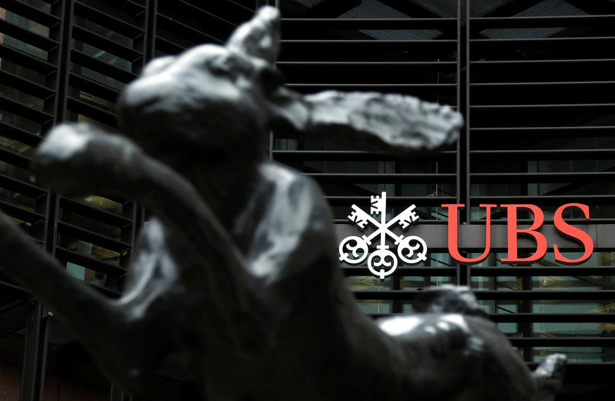 FILE PHOTO - The offices of Swiss bank UBS are seen in the financial district of the City of London October 31, 2012.  REUTERS/Chris Helgren/File Photo