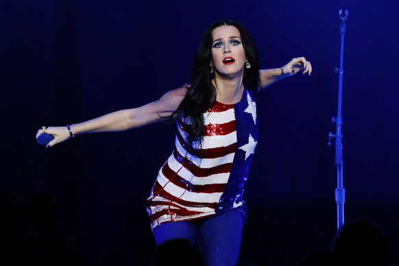 Singer Katy Perry sings during a concert and campaign rally for U.S. Democratic presidential nominee Hillary Clinton in Philadelphia, Pennsylvania, U.S., November 5, 2016.  REUTERS/Lucas Jackson