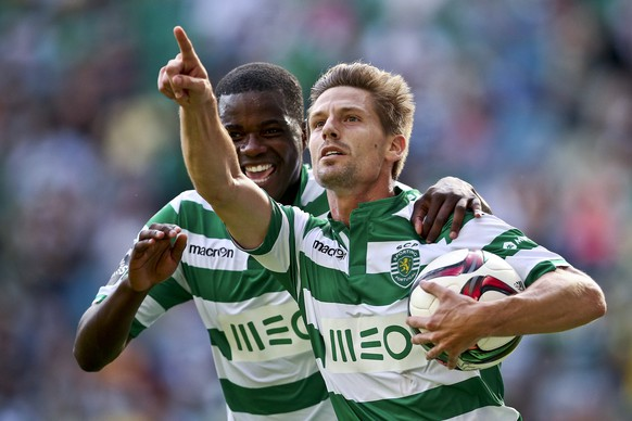 epa04753850 Adrien Silva (R) and William Carvalho of Sporting CP celebrate a goal against Sporting de Braga during the Portuguese First League match held at Alvalade Stadium in Lisbon, Portugal, 17 May 2015.  EPA/JOSE SENA GOULAO