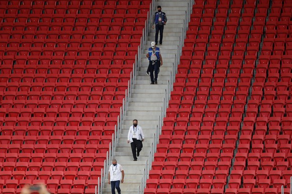 epaselect epa09292347 Journalist walk between empty tribunes prior to a Copa America soccer match between Argentina and Paraguay at the Mane Garrincha Stadium in Brasilia, Brazil, 21 June 2021.  EPA/Fernando Bizerra Jr